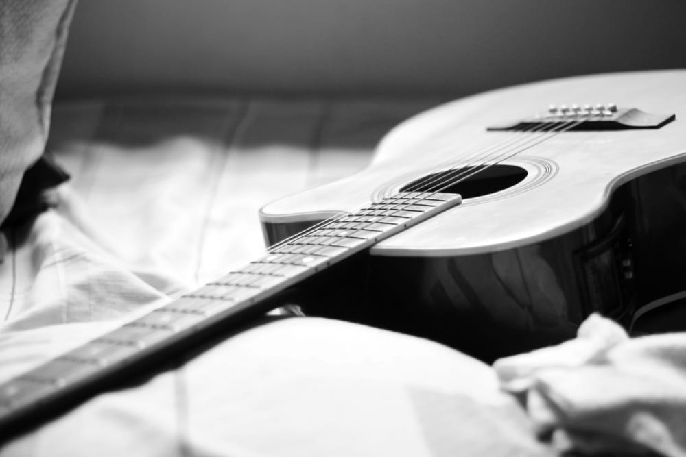 Acoustic Guitar greyscale